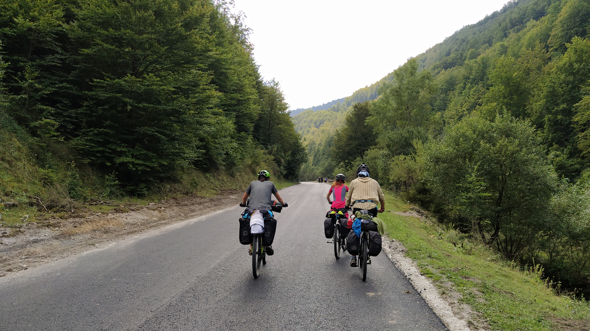 Cu bicicleta prin România: Opt zile de pedalat pe meleaguri maramureșene