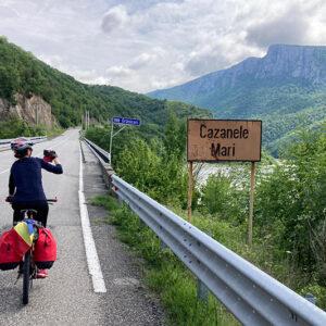 Cu bicicleta prin România: Banatul, Cheile Nerei și frumusețile Dunării